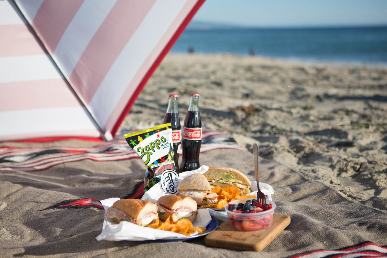 Picnic Hacks, Beach Picnic, Popular Pin, Good Eats, Vacation Hacks, Recipes, Vacationing, Beach Vacation.