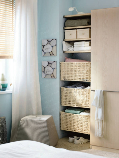 Easy Ways to Maximize Space In Your Tiny Bedroom| How to Decorate A Tiny Bedroom, Tiny Bedroom, Tiny Bedroom Organization Hacks, Clutter Free Living, Tiny Bedroom Decor Hacks, Popular Pin