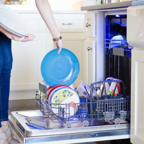 Dishwasher Dos and Don'ts  Dishwasher Tips, How to Load a Dishwasher, DIshwasher Hacks, Cleaning TIps and Tricks, Home Cleaning TIps, How to Use Your Dishwasher, How to Properly Use Your Dishwasher, Cleaning Tips for Your Kitchen, Popular Pin