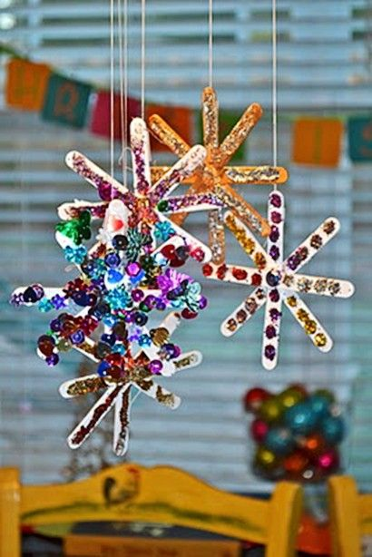 11 Holiday-Themed Popsicle Stick Crafts  Holiday Crafts, Holiday Crafts for kids, Kid Stuff, Easy Crafts, Easy Crafts for Kids, Holiday Themed Crafts, Popular Pin #KidStuff #HolidayCrafts