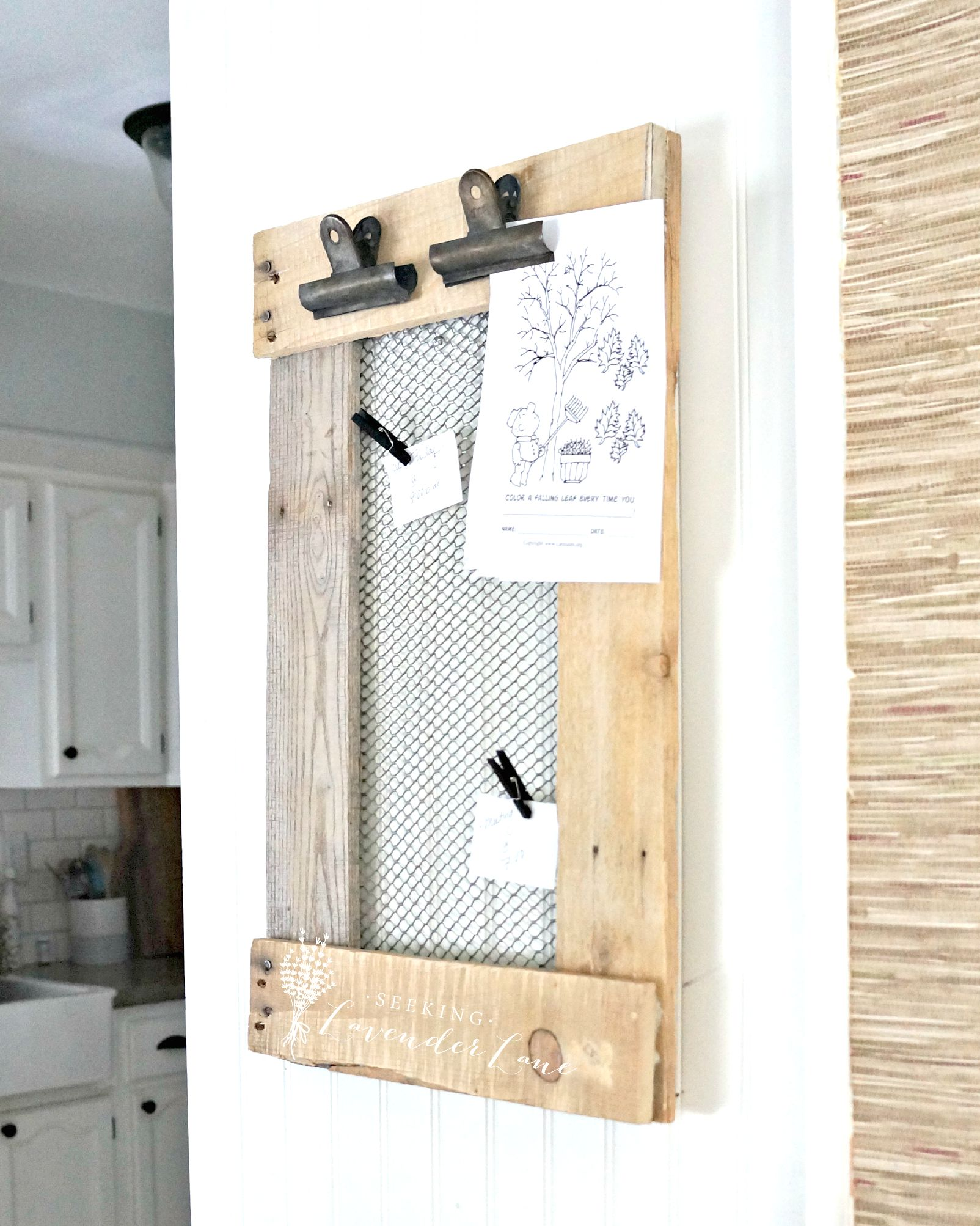 Simple Message Boards That Will Get EVERYONE On Top of It| DIY Message Boards, Message Boards, How to Build Your own Message Board, Command Center, DIY Command Center, Command Center DIY Hacks, Popular Pin #DIYCommandCenter #MessageBoard #DIYMessageBoard