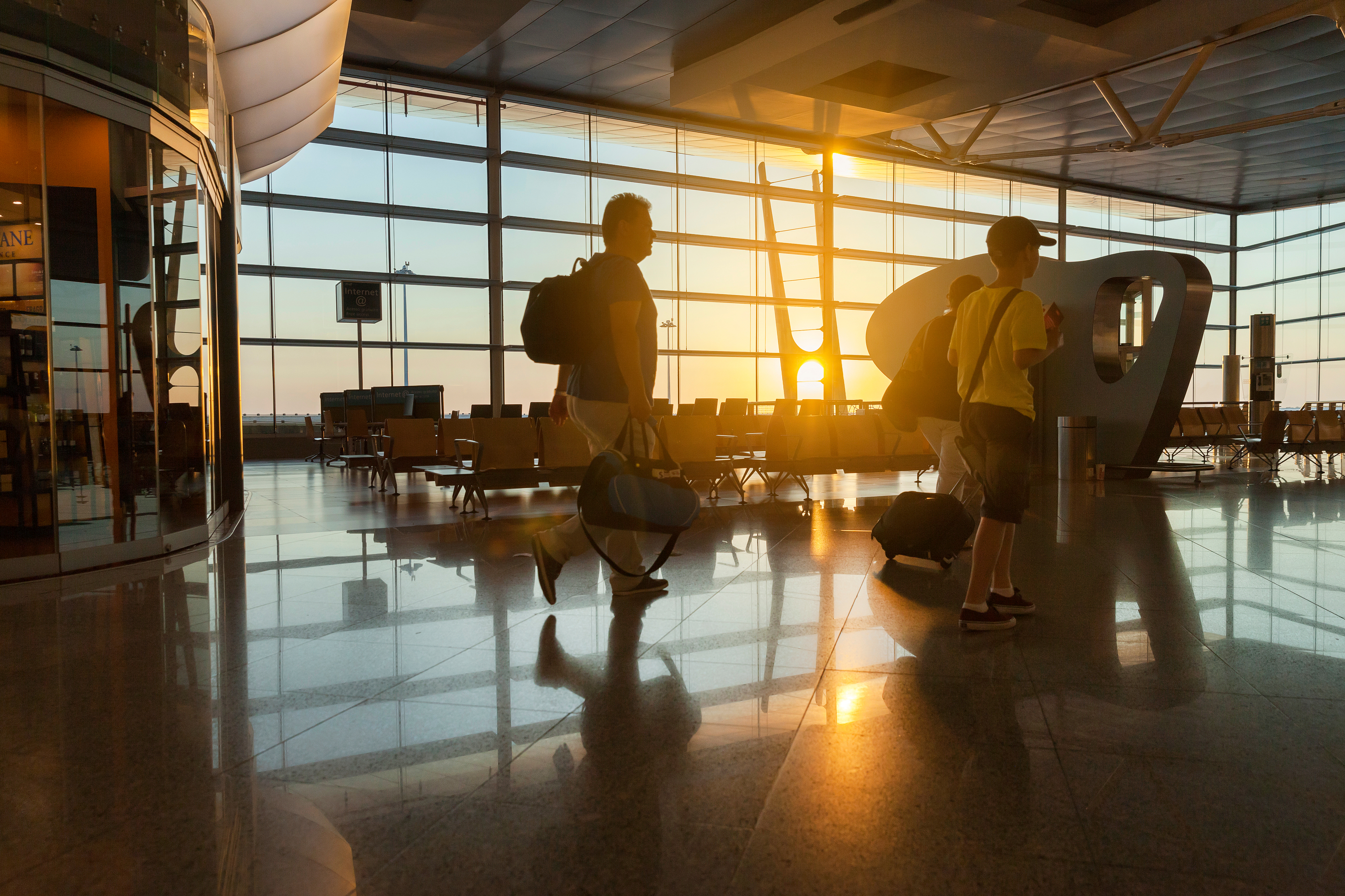 It can be so stressful to fly during the Thanksgiving season. These amazing Thanksgiving travel tips will help ease the stress of traveling.