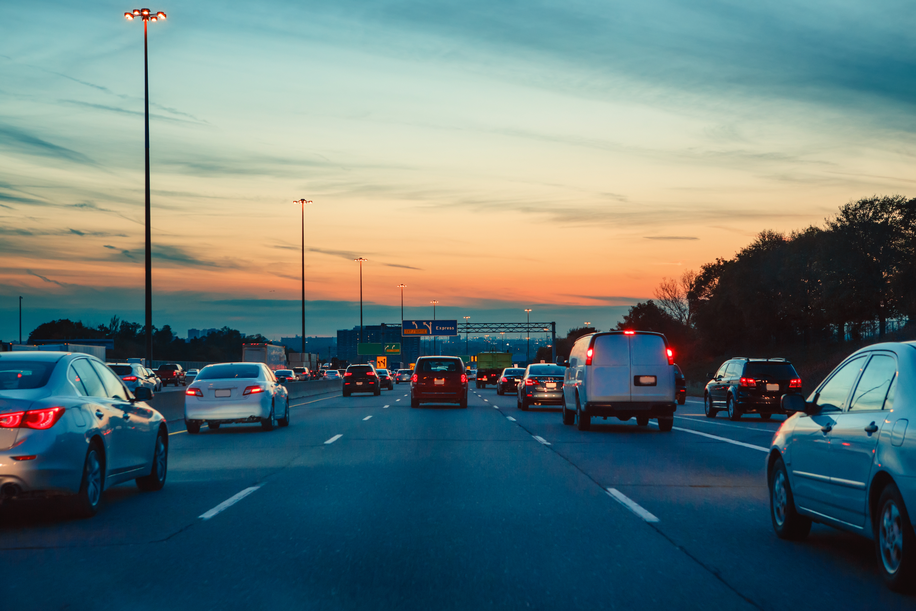 Road trips to see your family for Thanksgiving can be so stressful! We have some amazing Thanksgiving travel tips to ease a little stress during the holidays.