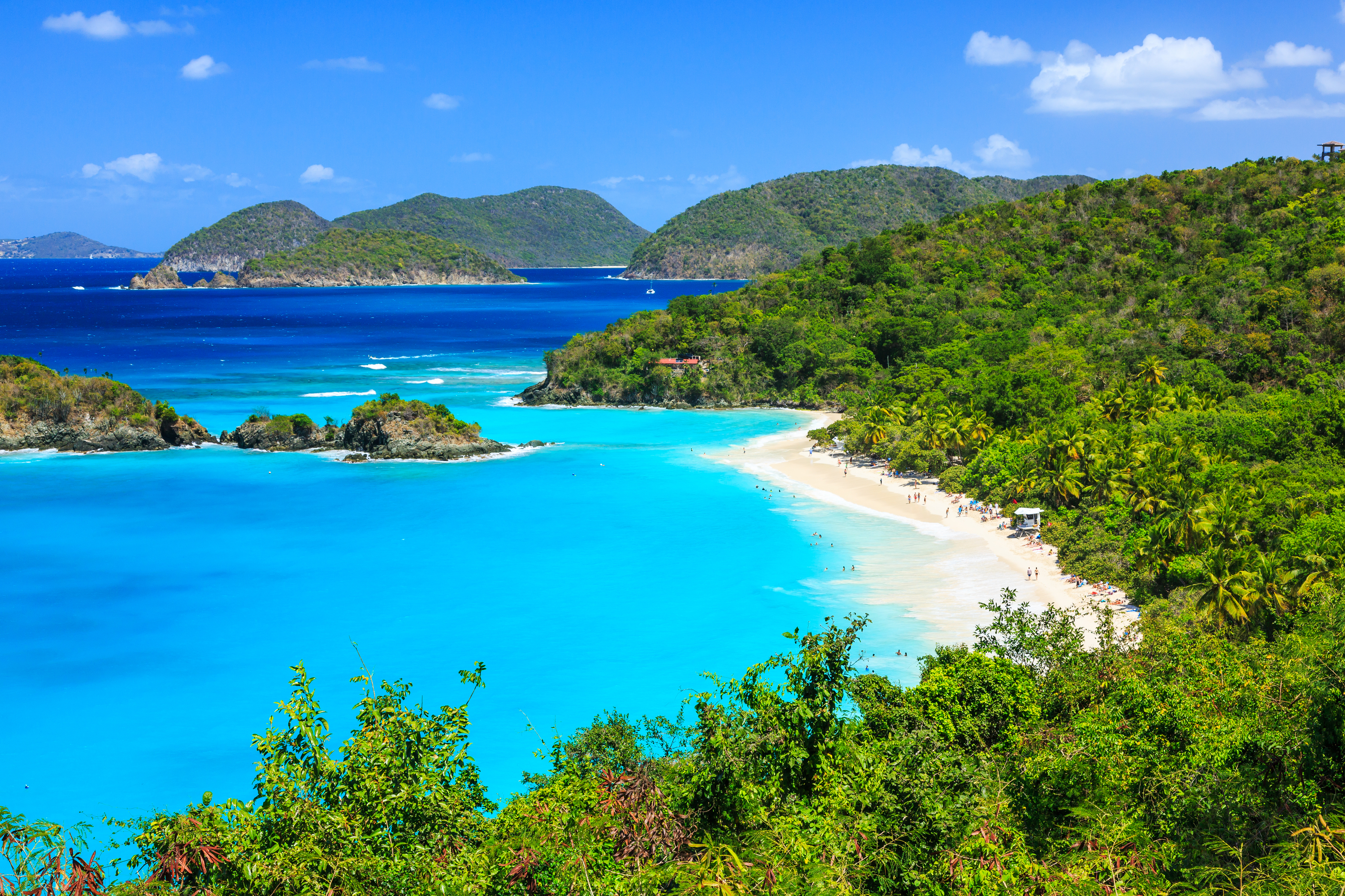 If you've never spend Christmas on a beach, you need to. You should celebrate Christmas on these beaches, because they were voted the best!