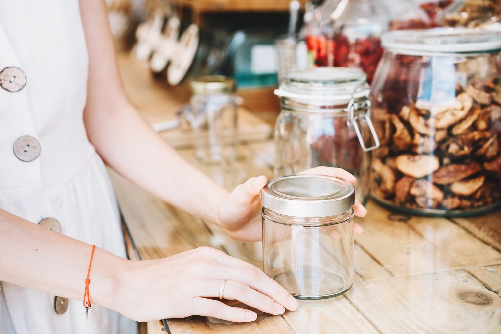 If you're trying to live a more low-waste life, you need to know these low-waste travel tips! When putting together your packing list, try bringing your own utensils and reusable dishes!