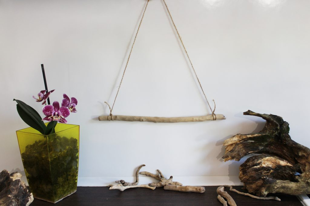 I love the look of driftwood. It provides a bit of texture and adds a great rustic appeal to any space. There are a wide variety of projects that you can create with driftwood! So stop what you are doing and head off to your local beach in search of an epic piece of driftwood for one of these DIY driftwood projects. Making a dream catcher out of driftwood will be your new favorite DIY project!
