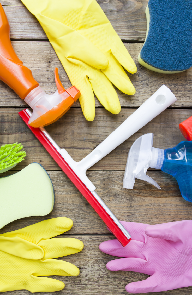 Spring is here, do you know what that means? It's time to clean your house and make it positively SPOTLESS. These super easy housecleaning tips will make it easy to whip your home into spic and span shape.
