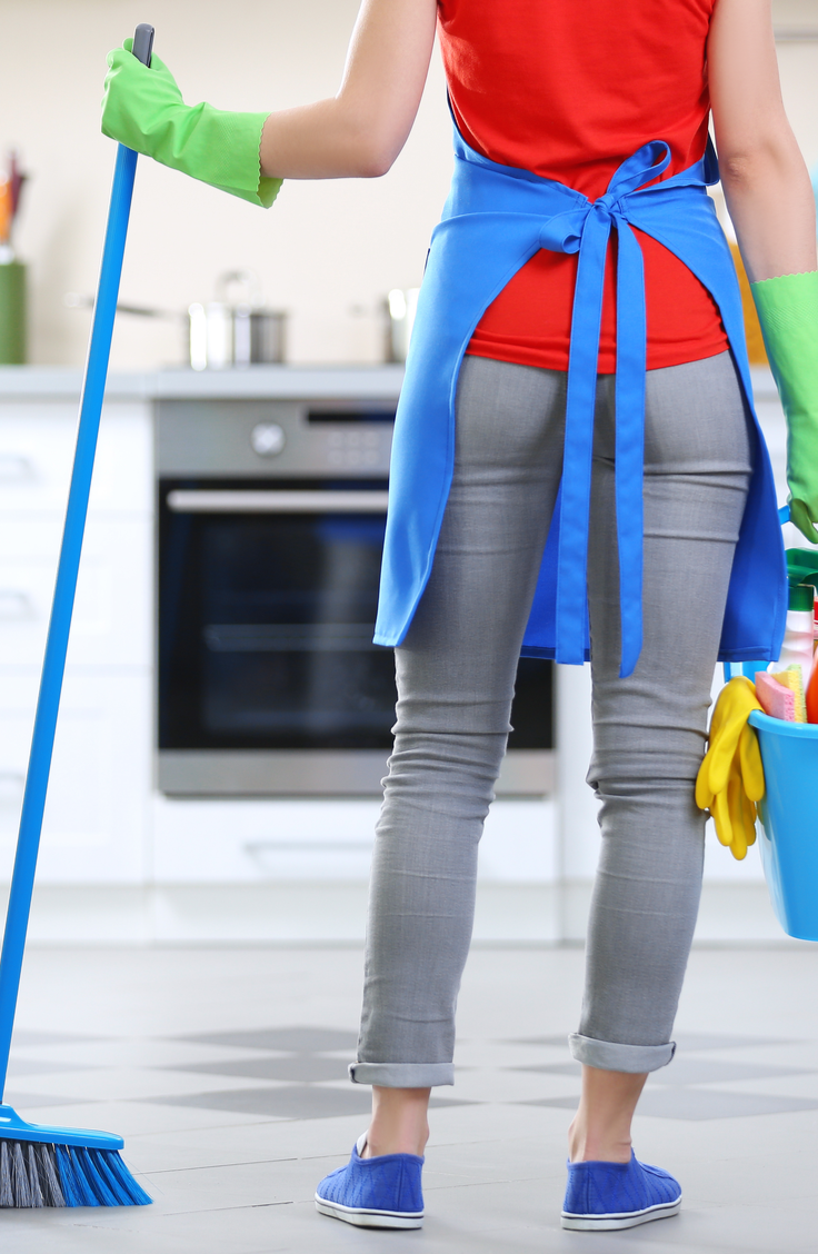 Spring is here, do you know what that means? It's time to clean your house and make it positively SPOTLESS. These super easy housecleaning tips will make it easy to whip your home into spic and span shape. Take a look!