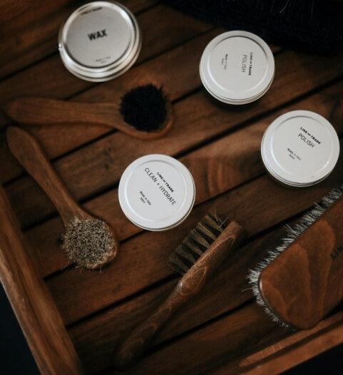 Making beeswax wood polish