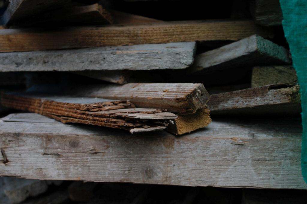 Making a DIY Beeswax Wood Polish and Sealant