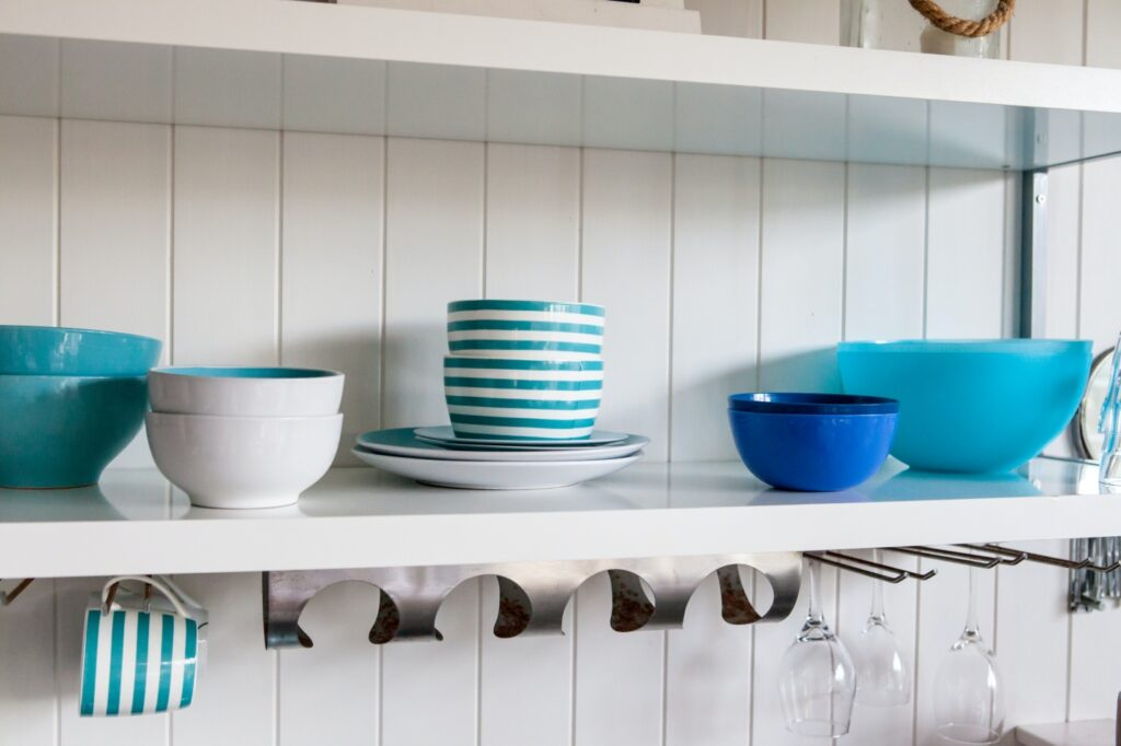 Hues of blue and green as beach house kitchen ideas