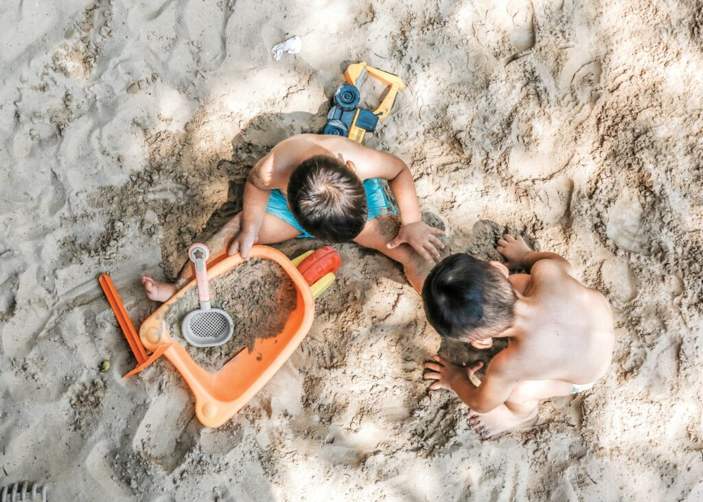 How to carry multiple items easily on a beach day